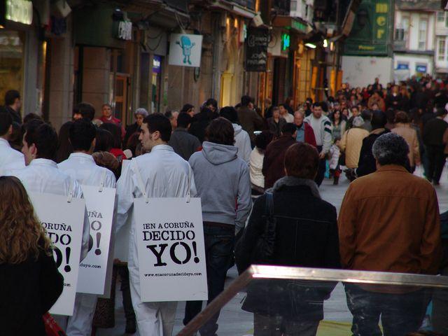 Street marketing con simulación de un suicidio para promocionar un Centro Comercial de A Coruña