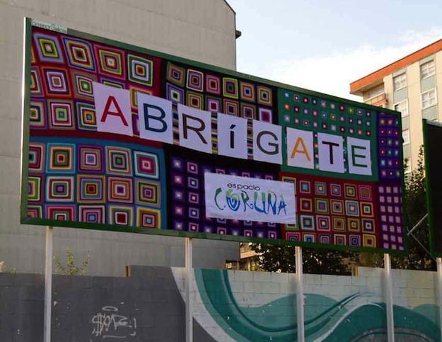 Urban Knitting - Valla publicitaria ganchillo A Coruña